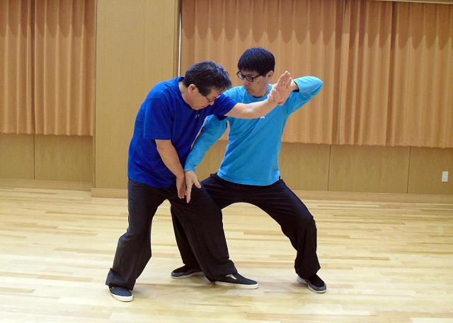 男性会員による用法練習の写真