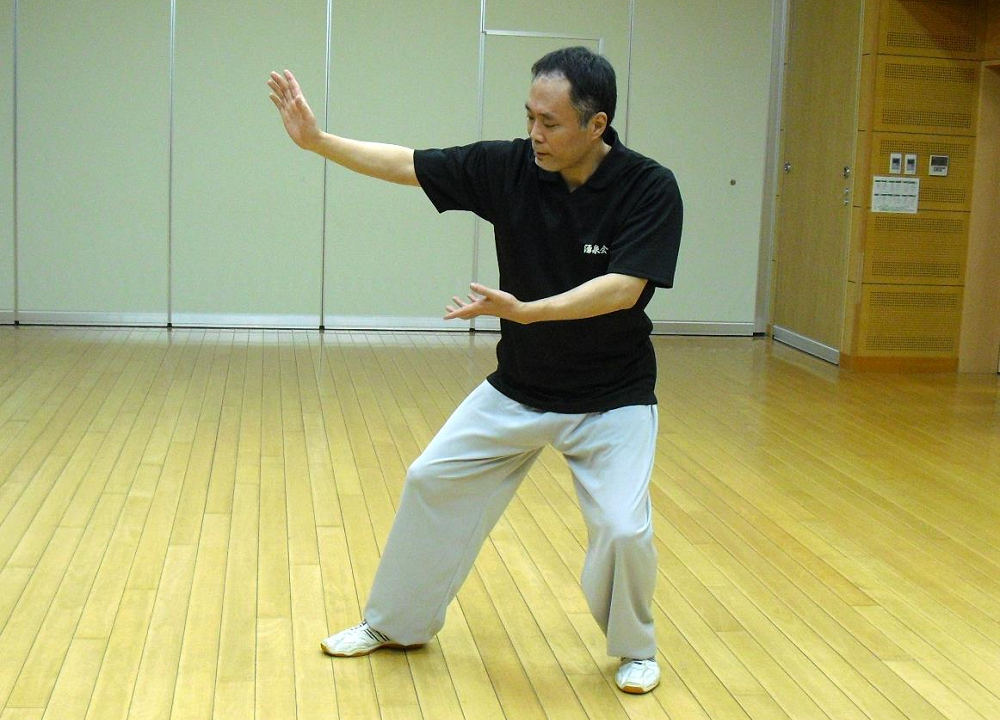 福岡市博多区の太極拳教室の指導員の楊式太極拳 攬雀尾