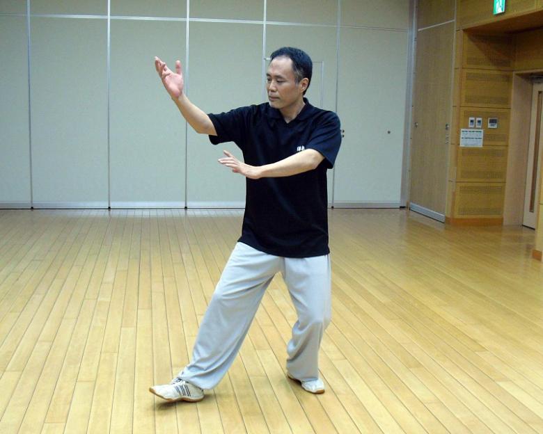 楊式太極拳 提手上勢の写真