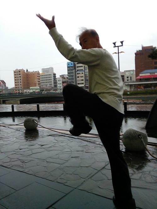 鄭志鴻老師の傳剣秋伝八卦掌の写真