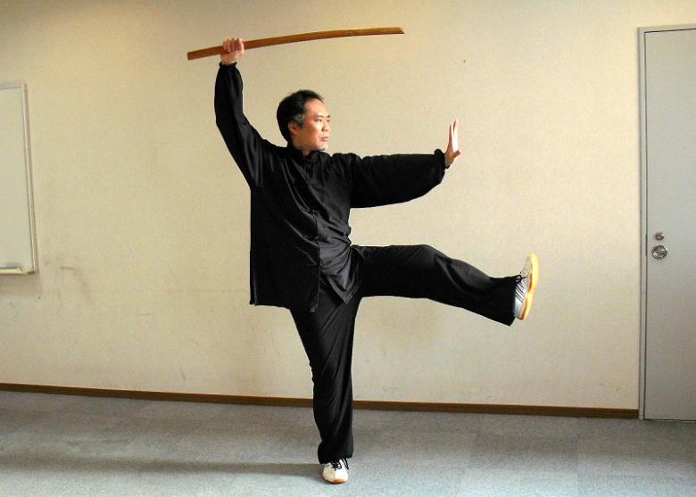 三十六式太極刀 架刀蹬脚の写真