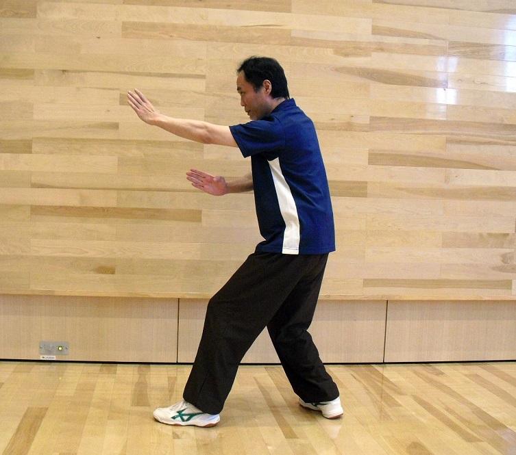八卦掌の基本技法である 穿掌の写真