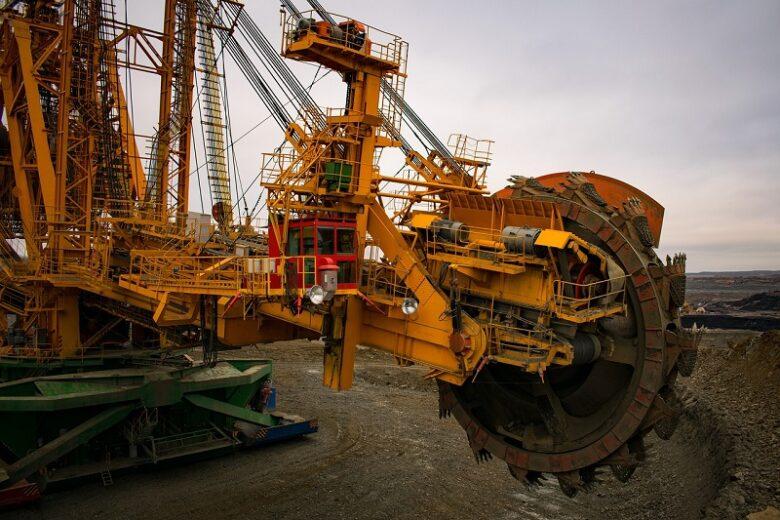 鉱山用の掘削機