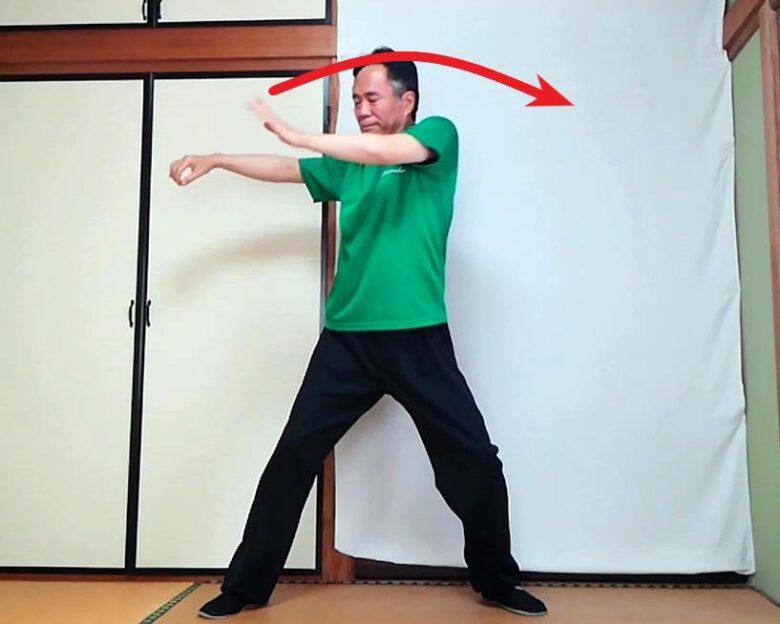 単鞭の展開動作の写真