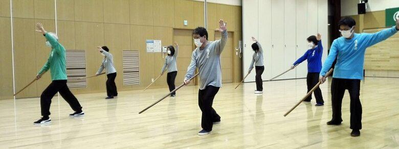 伝統太極拳 湧泉会の刀術の練習風景