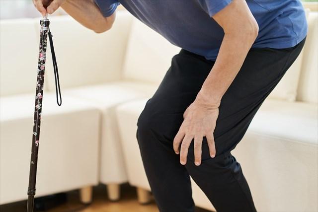 膝が痛い人のイラスト